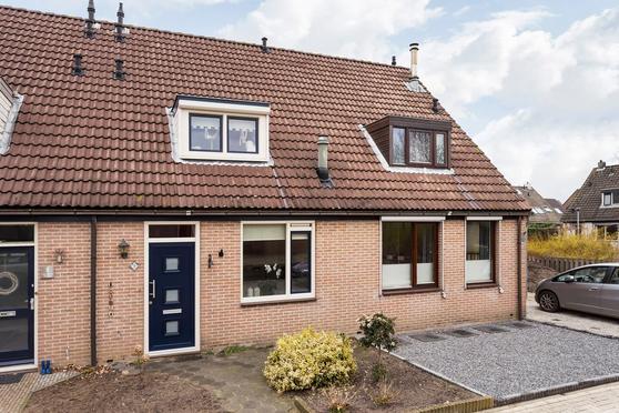 Wethouder M J Van Den  Hatertstraat 7 in IJzendoorn 4053 JP
