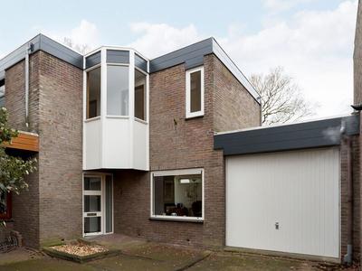 Walhoven 54 in Zevenbergen 4761 MV