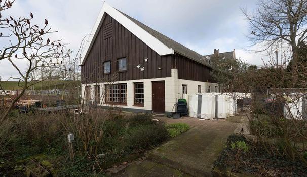 Lekdijk 243 * in Nieuw-Lekkerland 2957 CK