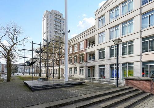 Burgemeester De Monchyplein 325 in 'S-Gravenhage 2585 DL