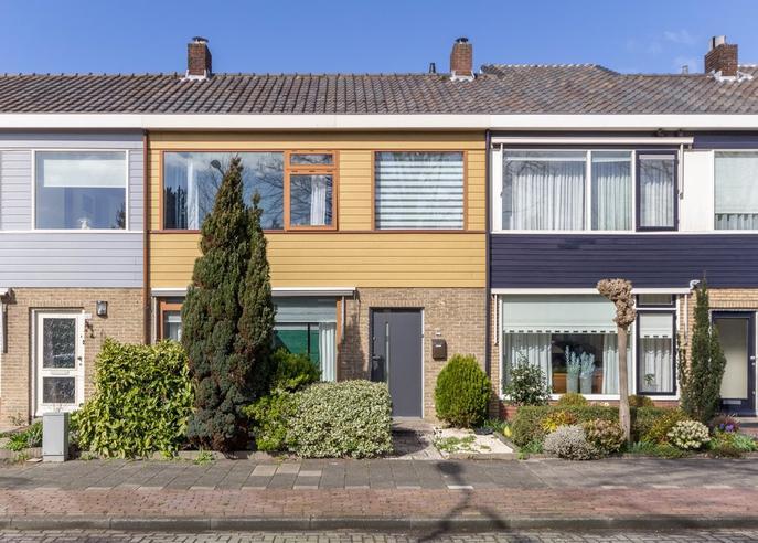 Oudelandstraat 105 in 'S-Gravenzande 2691 CD