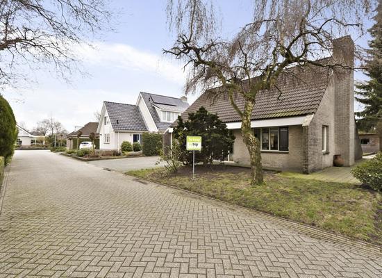 Postduif 26 in Emmen 7827 ND