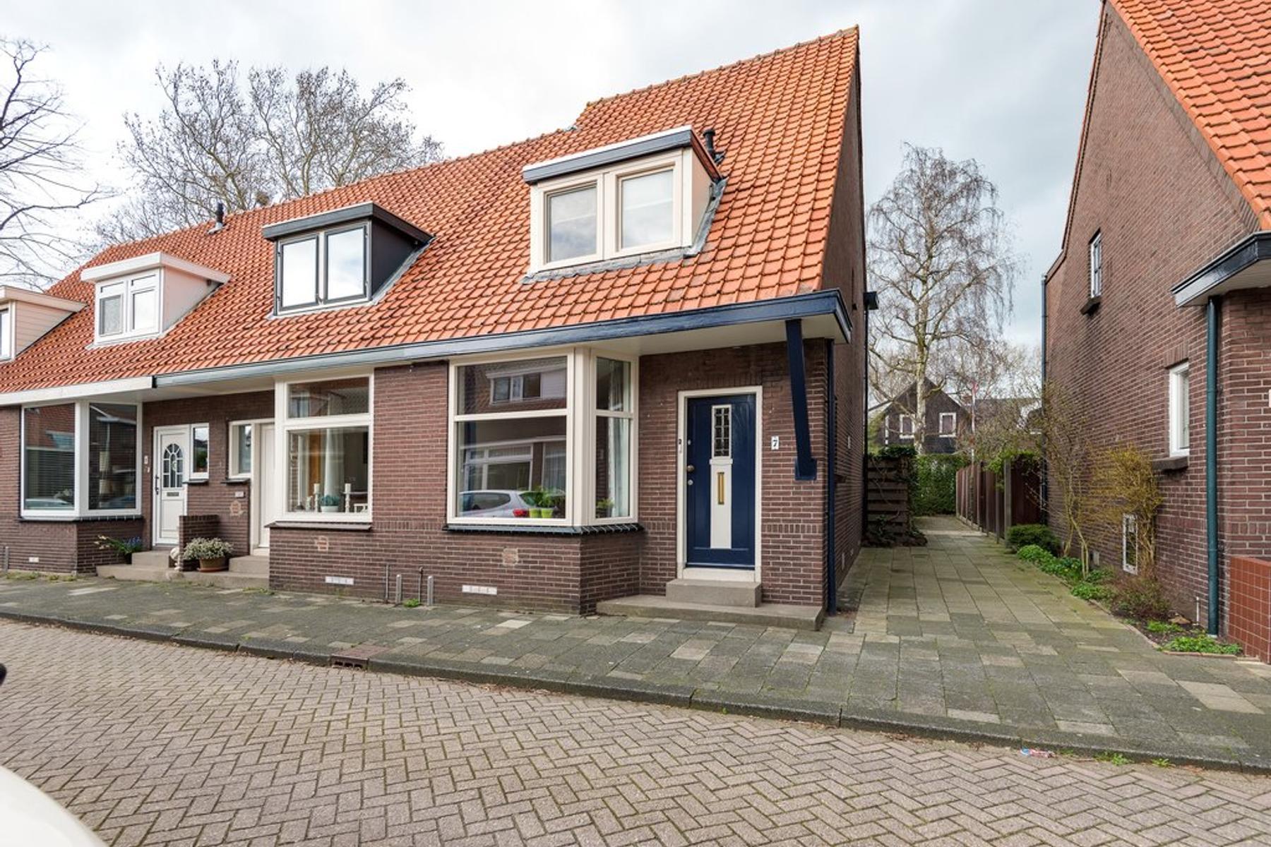 Oranjestraat 7 in Hendrik-Ido-Ambacht 3341 XM