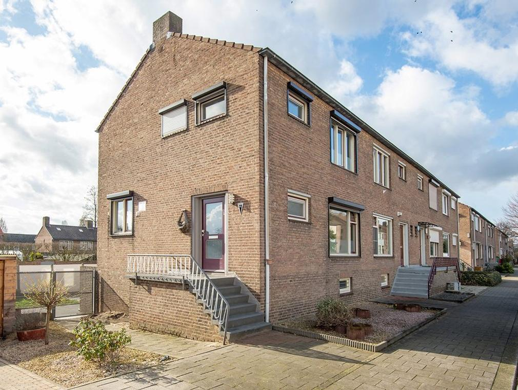 Woeringenstraat 46 in Stein 6171 PD