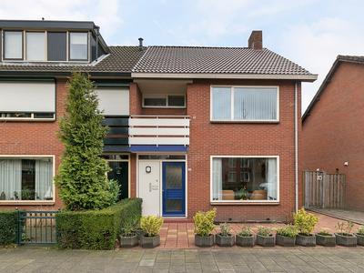Peulenlaan 235 in Hardinxveld-Giessendam 3371 XL