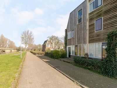 Oevergriend 70 in Almere 1356 ED