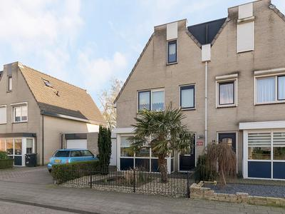 Burgemeester De Weertstraat 11 in Rucphen 4715 HD