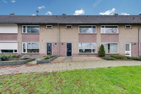 Diepenbrocksingel 33 in Waalwijk 5144 XA