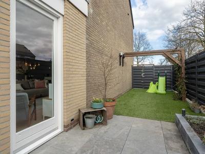 Hazelaarstraat 1 in Nieuwegein 3434 TA