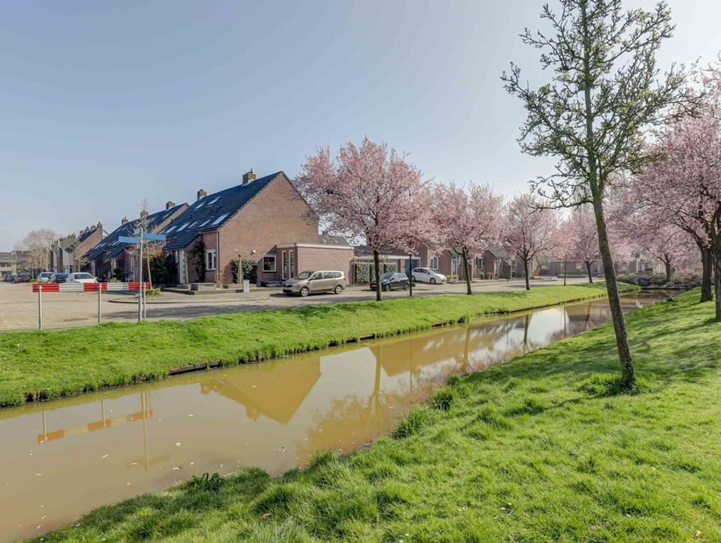 Dwarsdeel 32 in Hardinxveld-Giessendam 3371 HB