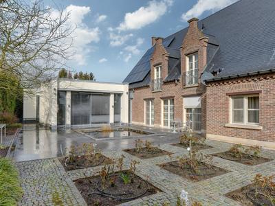 Heirweg 42, Maaseik (België) in Roosteren 6116 BT
