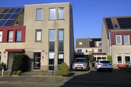 Margaretha Van Borselenstraat 13 in Vianen 4133 HS