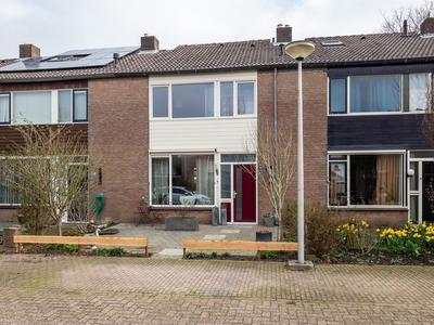Prins Willem-Alexandersingel 51 in Beesd 4153 BH