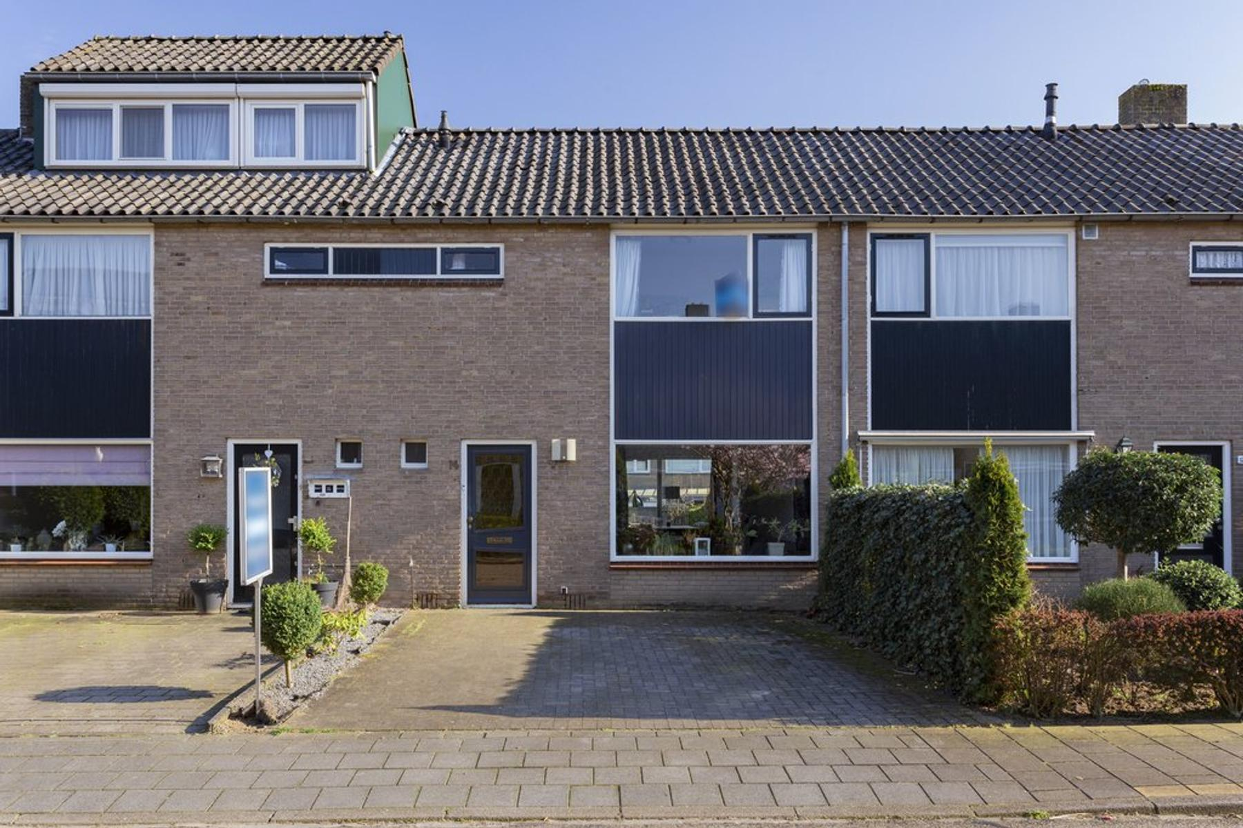 Hendrika Van Tussenbroekstraat 14 in Dieren 6952 BL