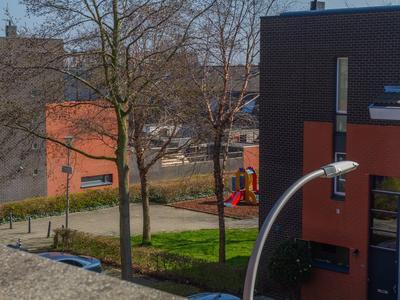 Sluiswachterstraat 9 in Delfgauw 2645 JB