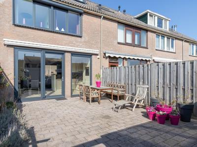 Bernhardplaats 44 in Hellevoetsluis 3223 XD