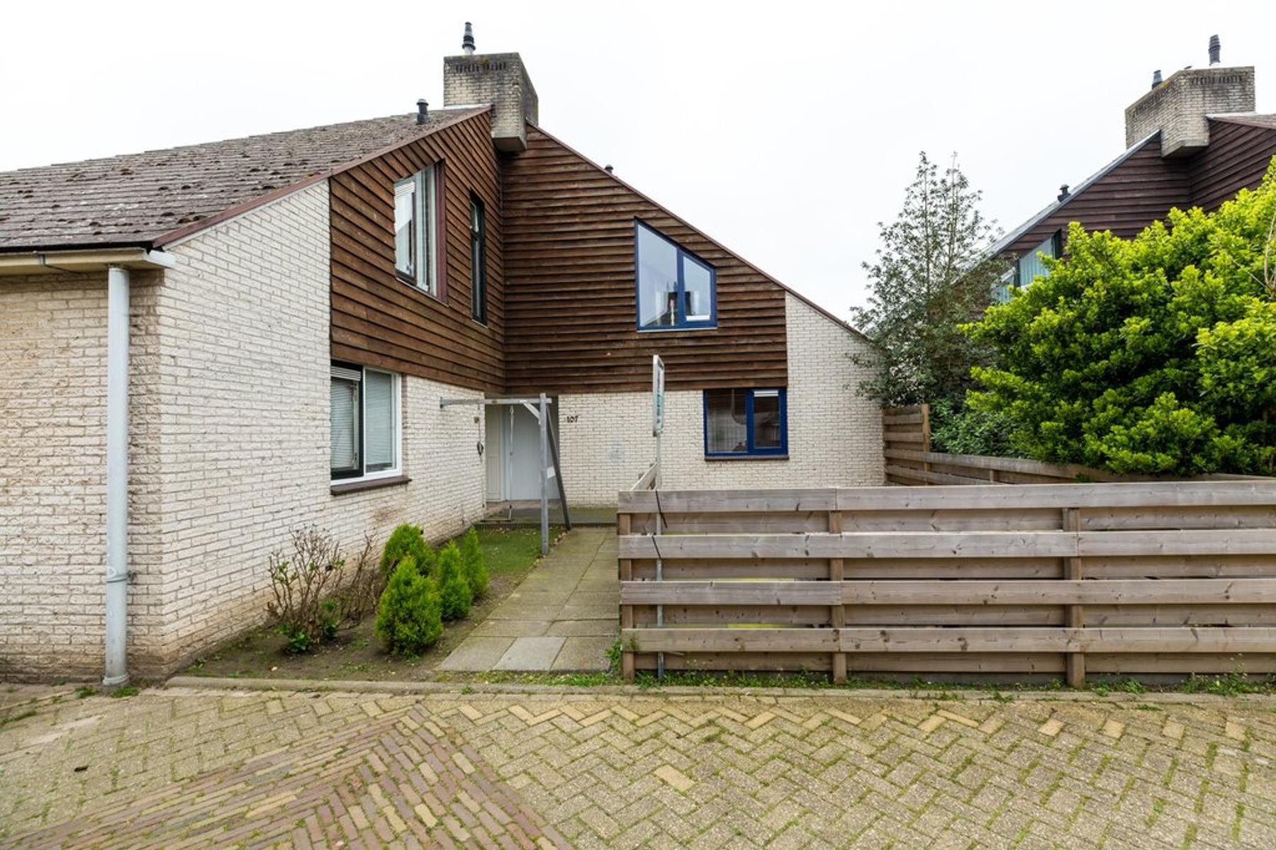 Watermolen 107 in Ridderkerk 2986 EV