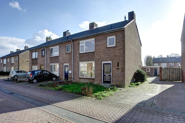 Pastoor Van De Weijstr 12 in Haalderen 6685 AS