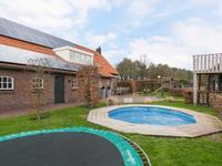 Het uitzicht tezamen met de luxe van een zwembad geven u een landgoed gevoel.