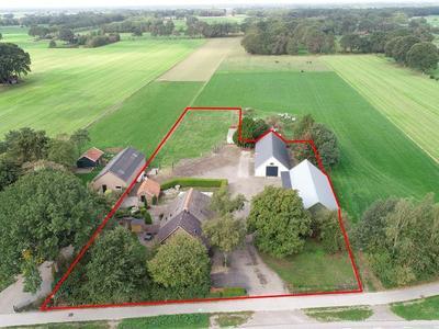 52 het huis met drone rood gemarkeerd