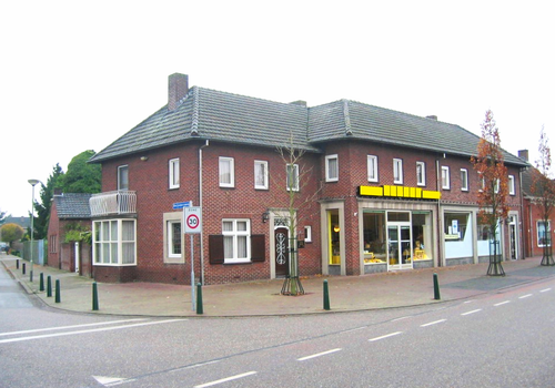Onze Lieve Vrouwestraat 50 - 52 in Ospel 6035 AR