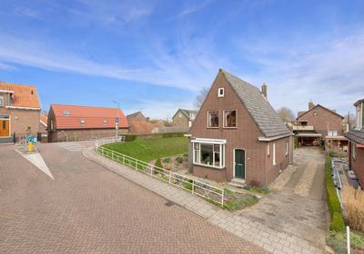 Schoolstraat 2 in 'S-Gravendeel 3295 AV