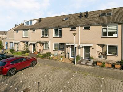 Bizetstraat 63 in Barendrecht 2992 RA