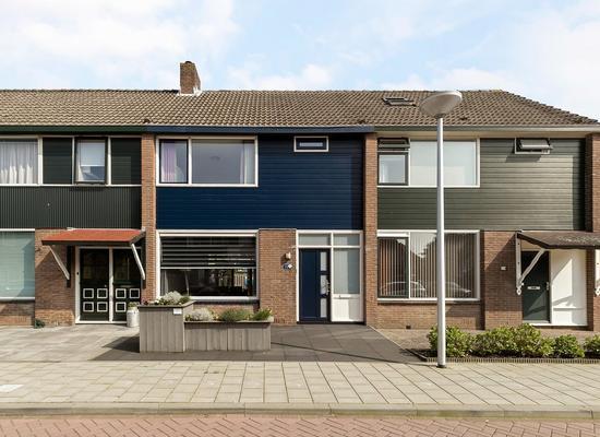 Lijsterbesstraat 4 in Roelofarendsveen 2371 TH
