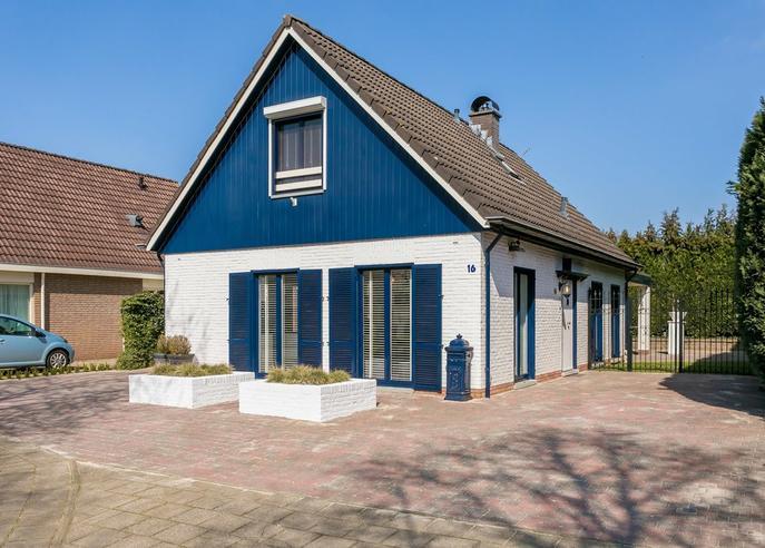 Valkenhorst 16 in Roermond 6043 RK