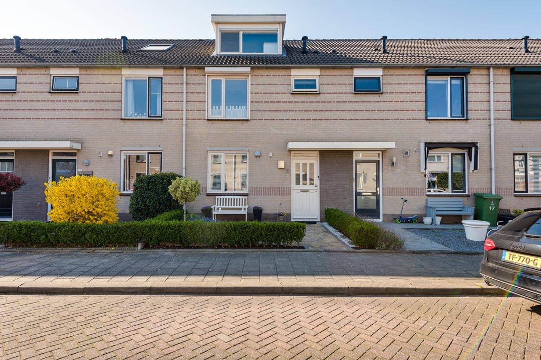 Swammerdamstraat 18 in Ridderkerk 2984 GG