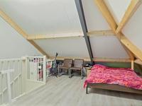 Indeling 2e verdieping:<BR>Middels vaste trap bereikbare zolderruimte met laminaatvloer en aansluiting voor wasapparatuur.<BR>Het creëren van een zolder(slaap)kamer is zeker mogelijk!