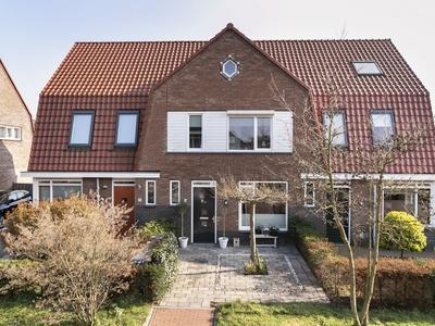 Dombosch 8 in Hooglanderveen 3829 DL
