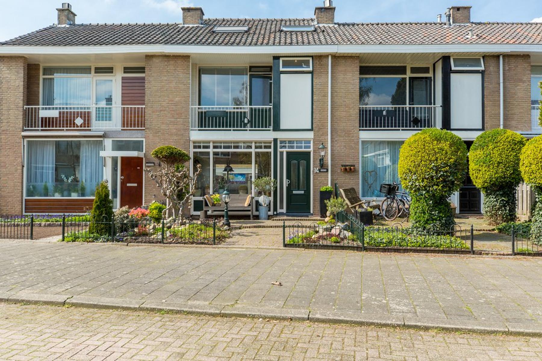 Bernhard Zweersstraat 14 in Ridderkerk 2983 BB