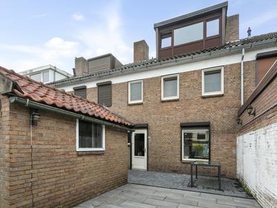 Bredaseweg 107 in Roosendaal 4702 KP