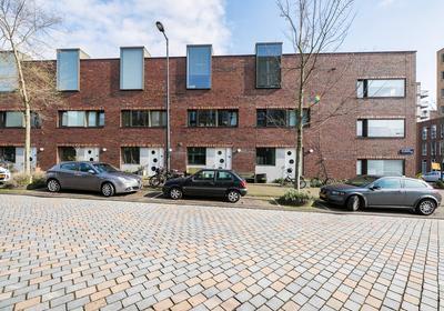 Fritz Dietrich Kahlenbergstraat 96 in Amsterdam 1087 LL