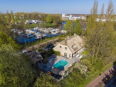Korenbocht 1 in Oosterhout 4905 AS