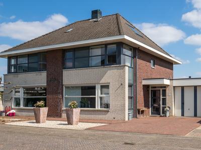 J.A.L.J. Van Meertenstraat 23 in Meteren 4194 WK