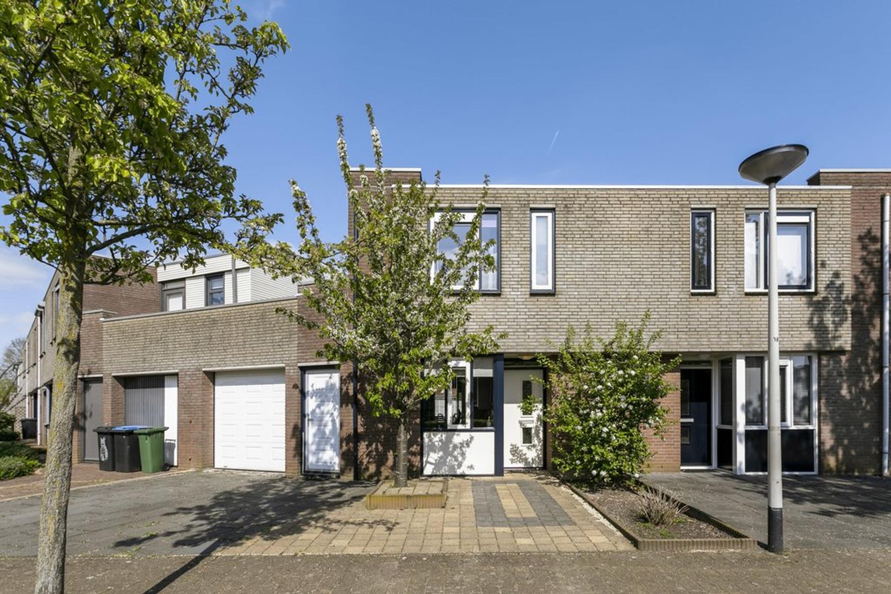 Klaproosberg 11 in Roosendaal 4708 KG