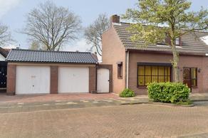 Veerweg 17 in Steenbergen 4651 AC