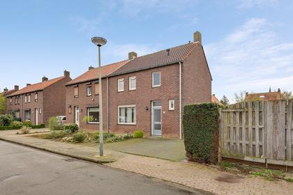 Graafschap Hornestraat 6 in Horn 6085 BV