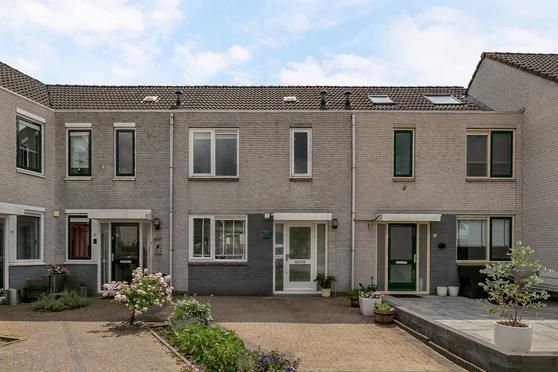 Johanna Engwirda-Agricolastraat 93 in Spijkenisse 3207 DA
