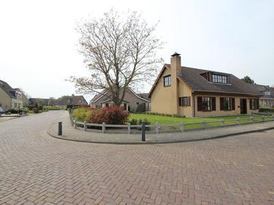 Pastoor J.A.M. Van Den Muijsenbergstraat 28 in Hoofdplaat 4513 AV
