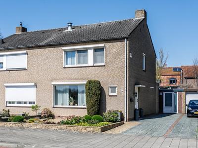 Gouverneur Ruijs De Beerenbroucklaan 72 in Holtum 6123 AC