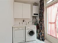 De bijkeuken is voorzien van een tegelvloer, de aansluitingen voor de wasapparatuur en de c.v.ketel is hier gesitueerd.
