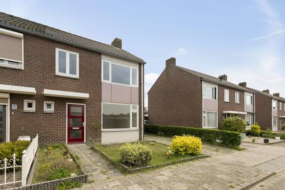 Wittemstraat 14 in Wouw 4724 AX