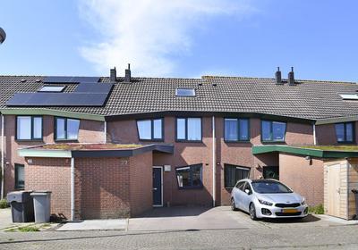 Fie Carelsenstraat 27 in Hoofddorp 2135 TD