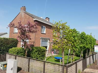 Floraweg 78 in Roelofarendsveen 2371 AM