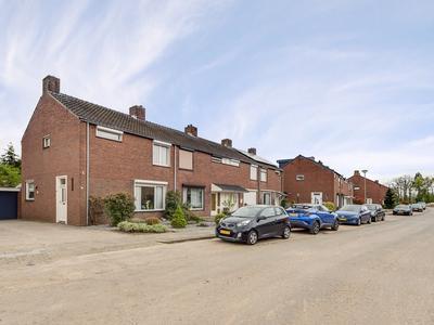 Van Den Boetzelaarstraat 50 in Haelen 6081 BT
