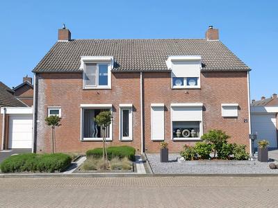 Kievitstraat 42 in Sint Joost 6111 AK