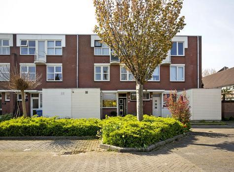 Doornenburg 214 in Alphen Aan Den Rijn 2402 KK